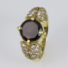 14 kt gold. Ring. 2.38 ct garnet - Size: 52  (16.6 mm in diameter). ***No reserve price***