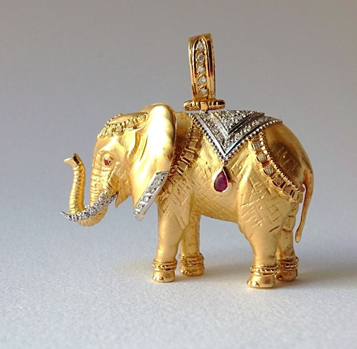White and yellow gold elephant pendant with diamonds and rubies white and yellow gold elephant pendant with diamonds and rubies aloadofball Images