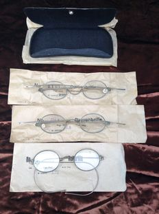 Three antique glass with pouch