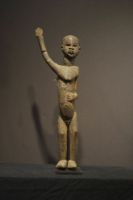 A fine Lobi with raised arm and lip plug - LOBI tribe - Burkina Faso