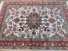 Dreamily beautiful Persian carpet Tabriz/Iran 155 x 105 cm, very fine weave, 21st century. Mint condition