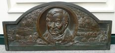 Large bronze memorial plaque with portrait of an unknown gentleman - signed W.N. SIMM - England - supposedly made in 1932