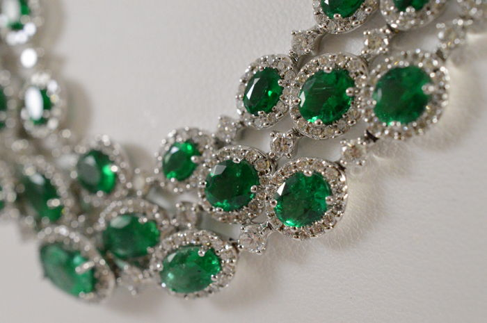 Royal white gold natural emerald necklace with diamonds