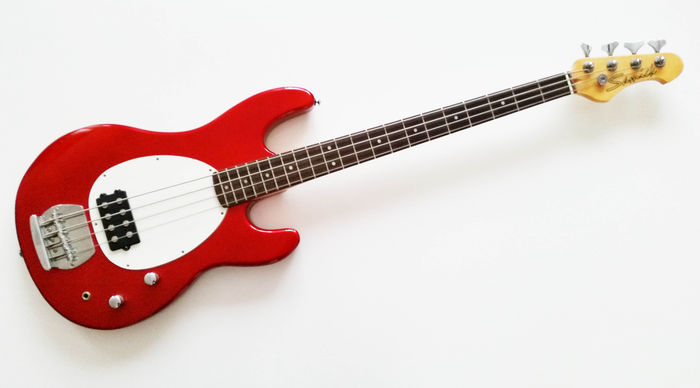 samick bass guitar in mint condition catawiki. Black Bedroom Furniture Sets. Home Design Ideas