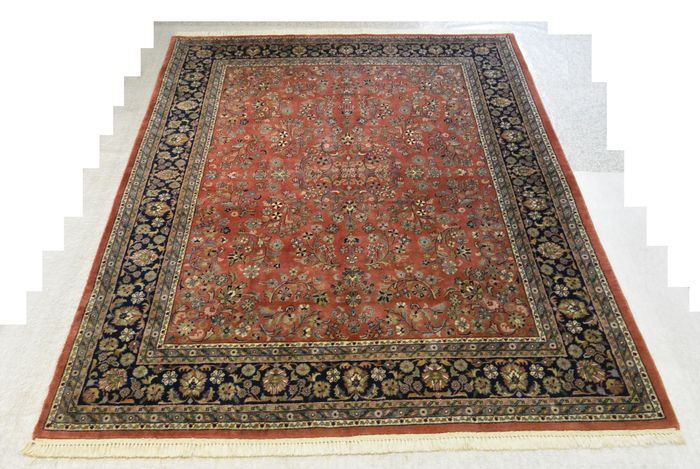 Elegant oriental carpet Sarough, India, 242 x 200cm. End of the 20th century