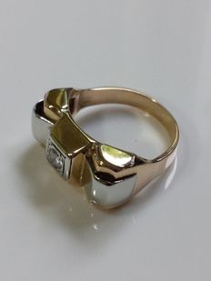 Yellow gold 18 kt ring set with a brilliant cut diamond