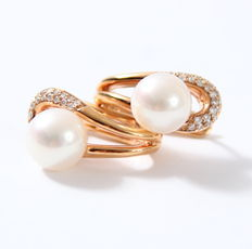 14k Rose Gold Earrings With 0.32 ct Brilliants and 9mm cultured pearls.