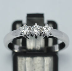 18 kt Gold Trilogy Ring with Natural Diamonds - 0,27 ct - size 15 (IT) / 17.5 mm