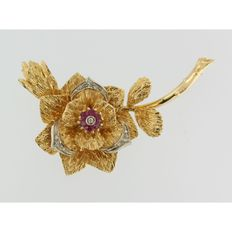 Gold floral brooch with octagon cut diamond and ruby