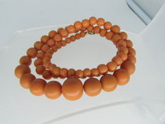 Coral necklace / 84 coral beads of 5.80 to 14.40 mm