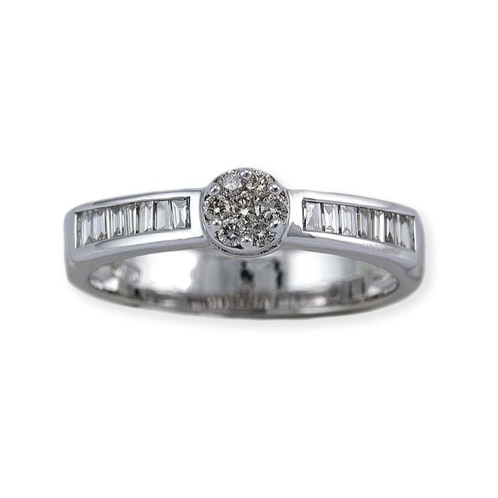 18 kt White gold – Cocktail ring – 7 Diamonds in pressure setting, brilliant cut and 14 in baguette cut – Size: 14 (Spain)