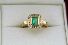 Ring in 18kt gold + Emerald + Diamonds – Ring size: 56 – can be sized up or down 4 numbers