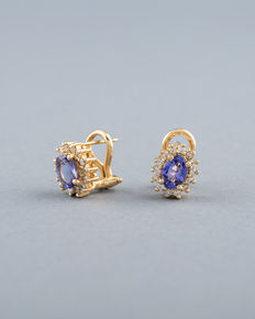 Entourage earrings in 14k gold with oval tanzanite and 28 round diamonds