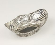 Silver chocolate basket with pearl rim, D. Aubert, The Hague, 2006