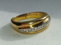 Magnificent gold ring, 18 karat with diamonds