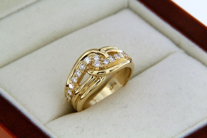 18 kt yellow gold ring + diamonds Size: 54