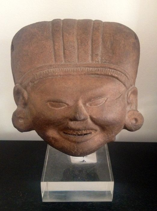 Pre Colombian - Head of dignitary in terracotta - 15 x 16 x 10 cm.