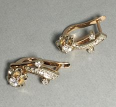 Gold earrings with 20 diamonds