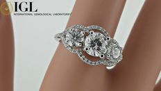 2.30 ct D/VS1 three-stone diamond ring made of 14 kt white gold