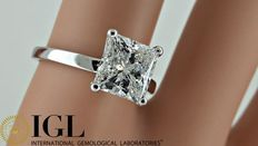 IGL 2.15 ct princess solitaire diamond engagement ring 18 kt made of white gold