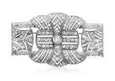 Art Deco 18K White gold brooch, set with 166 diamonds