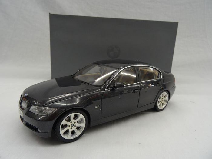 Kyosho   Scale 1/18   BMW 3 Series E90   Colour: Sparkling Graphite