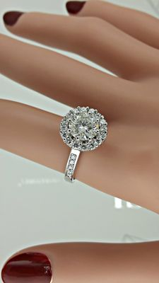 2.34 ct round diamond engagement halo ring in 14 kt white gold - size 7