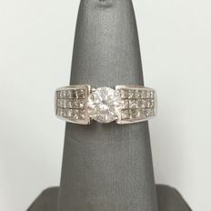 Diamond ring 2 ct total