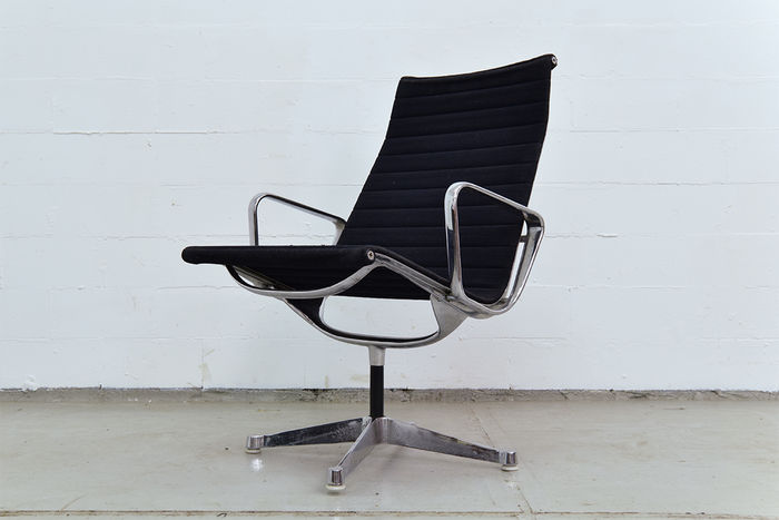 Charles ray eames par herman miller fauteuil ea 109 for Fauteuil charles ray eames