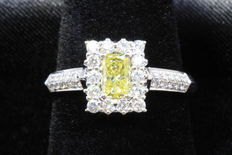 White gold ring 18 kt, with one,  fancy, intense yellow, princess cut diamond of 0.43 ct and 34 round brilliants of 0.38 ct.