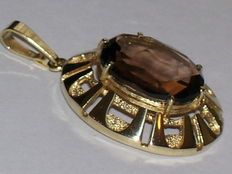 Yellow gold pendant with smoky topaz