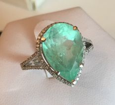 4.86 ct emerald and diamonds gold ring