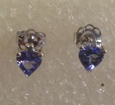 14 kt white gold tanzanite earrings set with a single stone , size 5 x 5 mm, heart–shaped