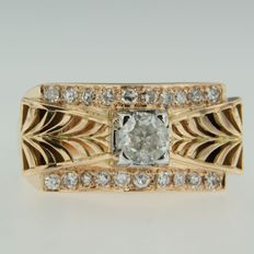 Bicoloured gold retro ring set with octagonal and central European cut diamond