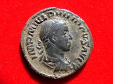 Roman Empire - Philip II (247-249 A.D.) bronze sestertius (14,05 grs.30 mm.)  minted in Rome, 248 A.D. Philip I and II seated in curule chairs!!