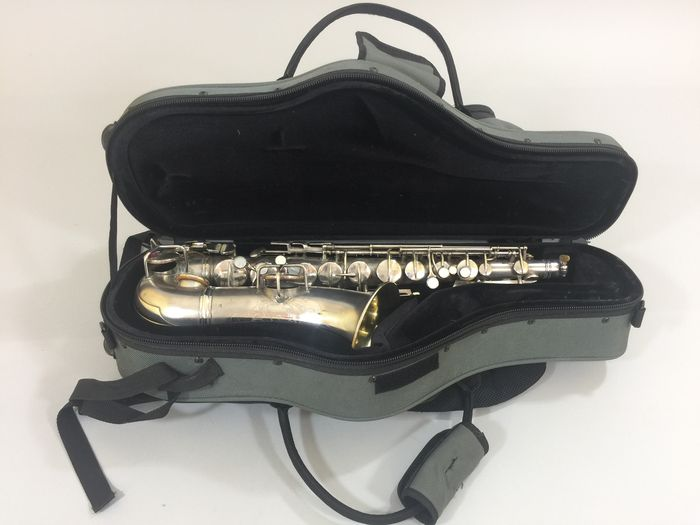 Silver vintage Alto saxophone Conn Pan American Serial number 43235 from  1927 - Catawiki