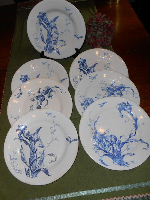 faiencerie de gien art nouveau plates decor 39 iris bleu. Black Bedroom Furniture Sets. Home Design Ideas