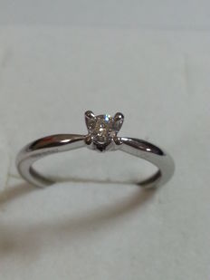 Engagement ring in 18 kt gold with diamond