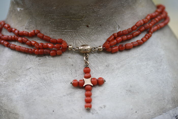 Precious coral necklace with cross
