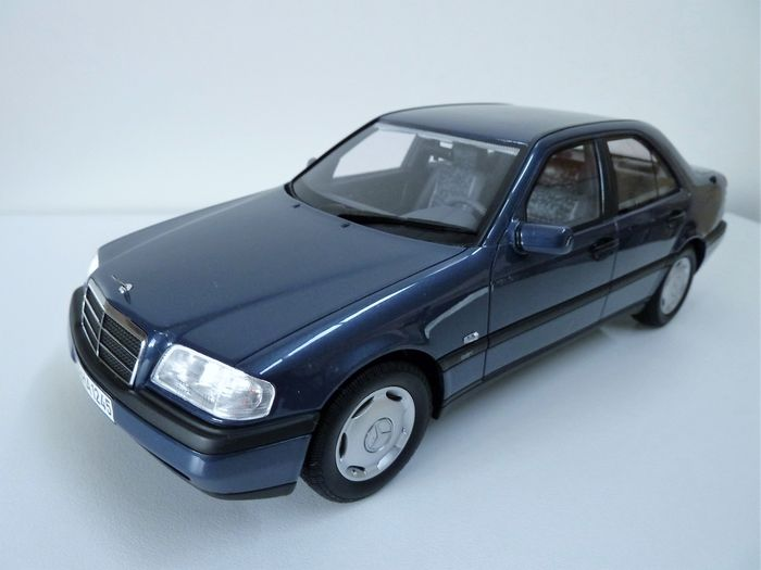 BoS-Models - Scale 1/18 - Mercedes-Benz C220 sedan (W202) 1995 - Colour: metallic-blue