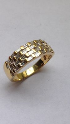 18 kt yellow gold ring with 1.60 ct diamond baguettes – ring size 21.6 mm
