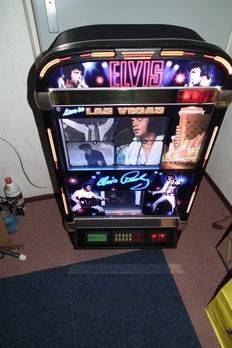 Rare Jukebox Elvis Presley edition filled with 100 CDs