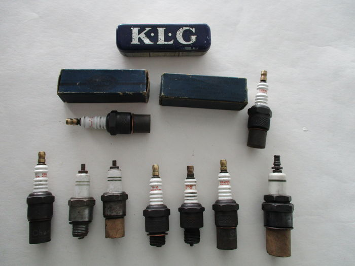 collection of 10 antique spark plugs and original container catawiki. Black Bedroom Furniture Sets. Home Design Ideas