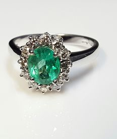 Ring with Zambian emerald and diamonds totalling approx. 1.90 ct (H VS1)