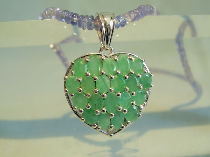 emerald deep zambia sr index heart from green shaped lovely carat