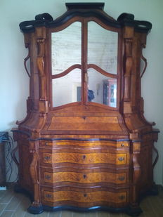 An imposing Baroque style walnut inlaid trumeau - Italy, 2nd half of the 19th C