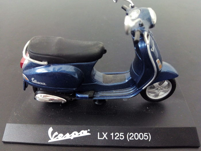 Maisto - Scale 1/18 - Lot with 14 models: 12 x Vintage Vespa