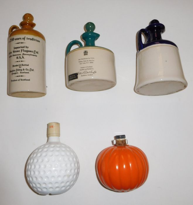 Lot of 5 earthenware Whisky bottles - Jars - 750 ml Decanters / England - 1970s