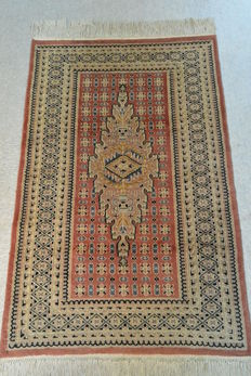 Wonderful, rare Oriental rug 121 x 80cm. End of the 20th century