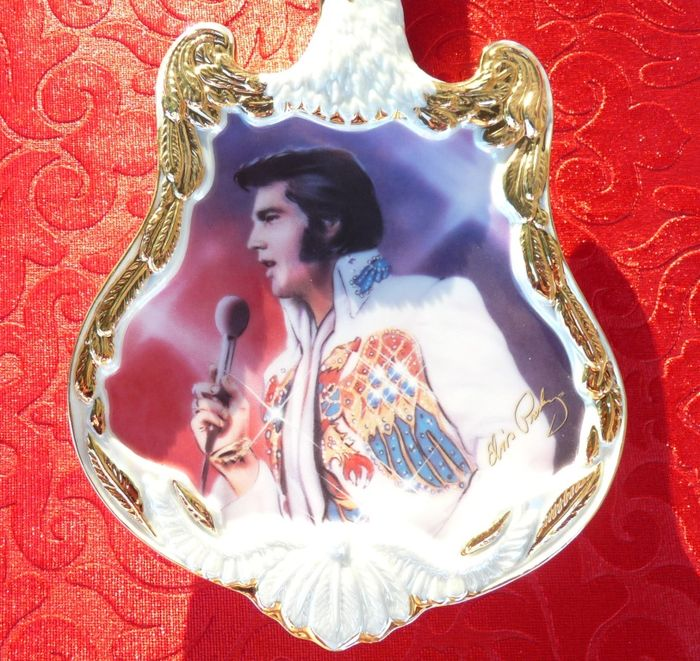 elvis presley plate collector by the bradford exchange signed and numbered 33 cm catawiki. Black Bedroom Furniture Sets. Home Design Ideas